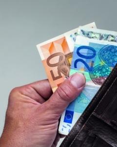 afbeelding geld uit portemonnee